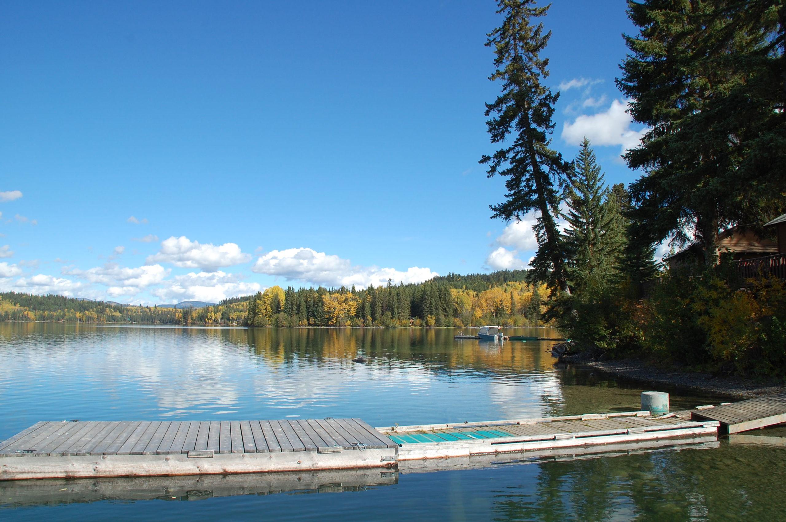 Das Cottonwood Bay Resort am Bridge Lake