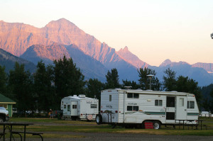 Campingtrailer im Waterton Lakes National Park