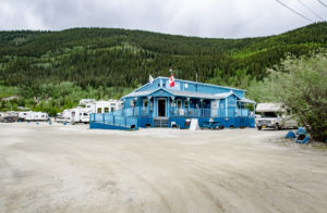 Hauptgebäude des Goldrush Campground in Dawson City
