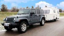 Jetzt auch an drei Stationen in Kanada: Jeep Wrangler mit Wohnanhänger