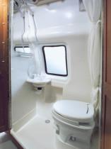 Dusche und Toilette im Campervan